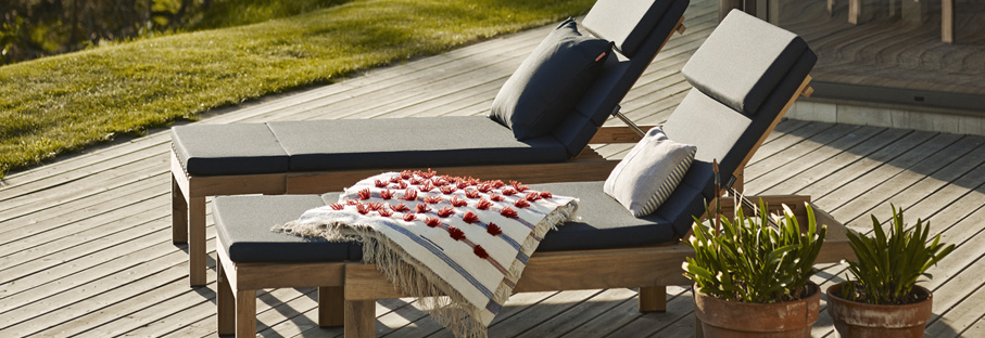 Outdoor Sofas & Lounge Chairs